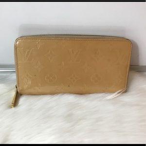100% Authentic Louis Vuitton Patent Zippy Wallet .